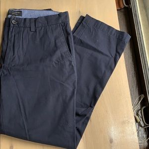 Banana Republic Aiden Chino in True Navy